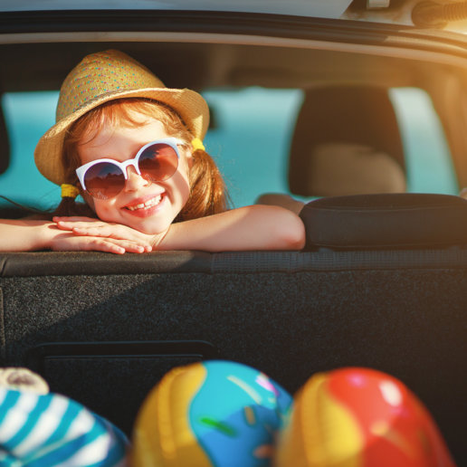 Kind freut sich auf den Urlaub