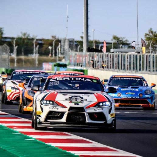 Toyota GR Supra GT4 beim Rennen
